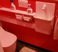 アリュール一きれいなトイレと評判の真紅壁トイレです! 自動洗浄機能付きですw